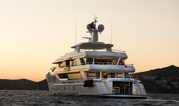 CMB Yachts'tan CMB47 Serisi 'Liquid Sky'